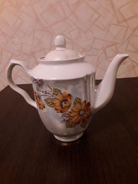 Продается чайник фарфоровый на 2л