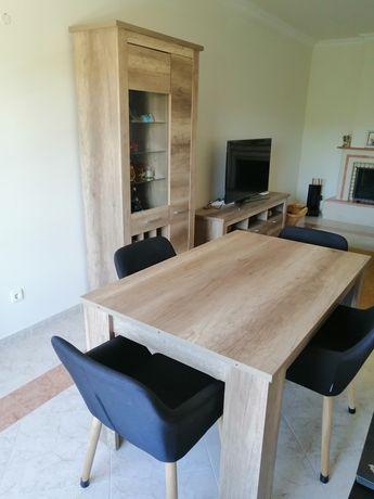 Móvel de sala (móvel TV + móvel com garrafeira + mesa e 6 cadeiras)