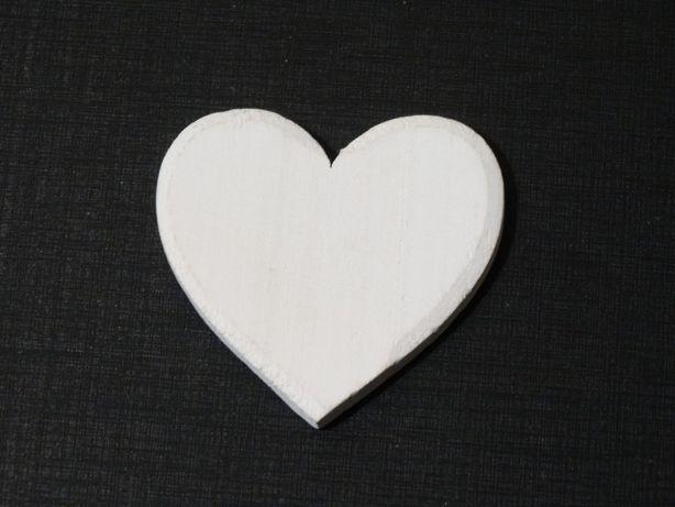 Komplet drewnianych serduszek do dekoracji 21 szt. Ozdoba serce białe.