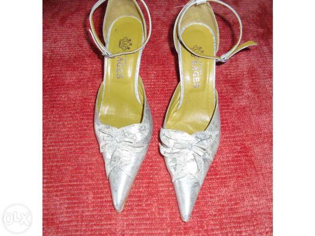 Sapatos prateados