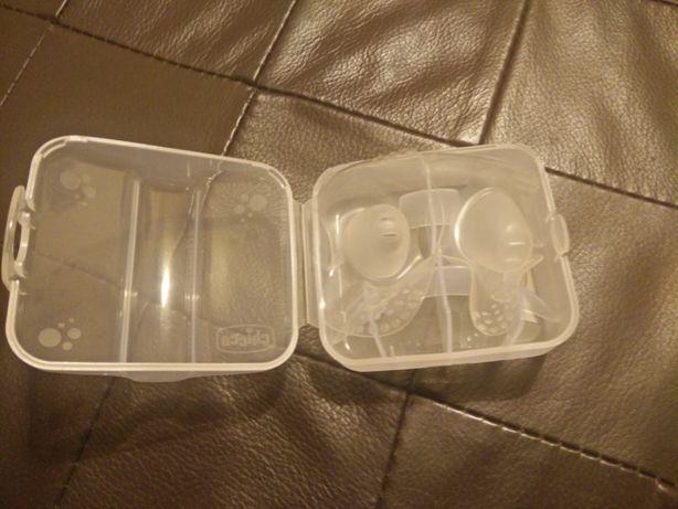 Conjunto de 2 bicos de silicone + caixa, da marca chicco tam. L, Novos