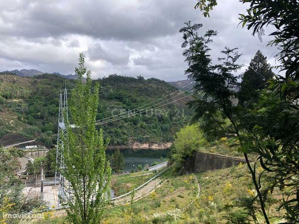 Moradia zona do geres com vistas rio e com projeto
