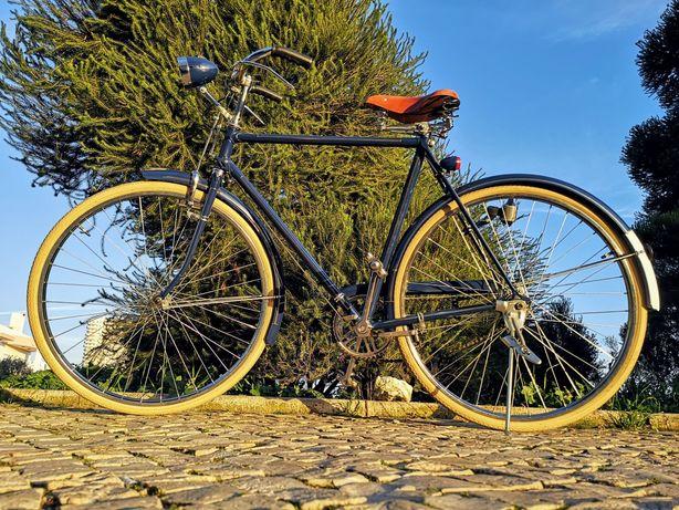 Bicicleta Pasteleira completamente restaurada