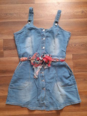 Sukienka dżinsowa na szelkach z paskiem