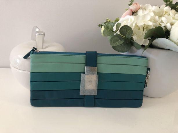 Niebieska torebka kopertówka
