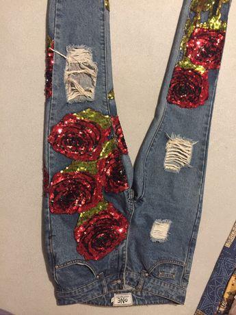Jeansy w kwiaty