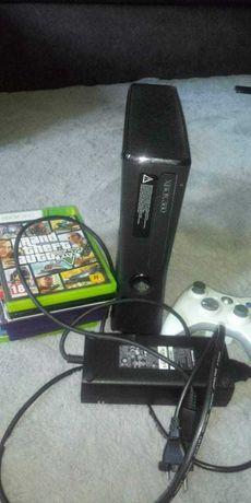 Xbox 360 z padem i grami