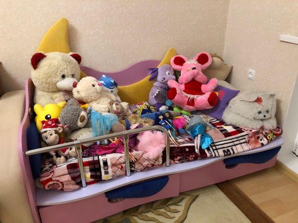 кровать детская с луной+стол письменный со стулом