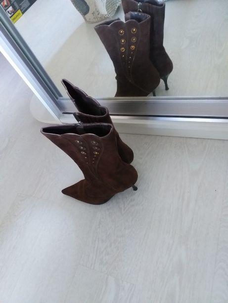 Продам женские полусапожки натуральная замша, 37 размер на узкую ногу