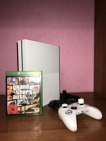 Консоль Xbox One S 1Tb + Grand Theft Auto V