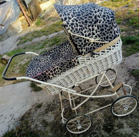 Wózek wiklinowy retro