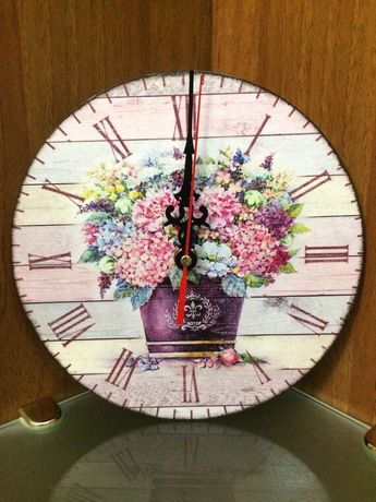 "Часы ""Flowers"" в технике декупаж"