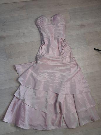 розовое вечернее или выпускное платье