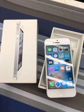 Продам Айфон Apple iPhone 5 16Gb идеал с коробкой и все работает