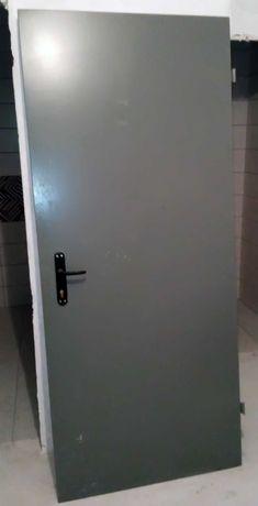 Дверь входная металлическая правая.