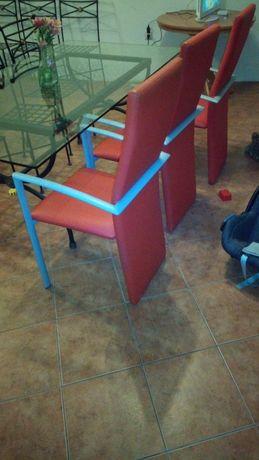 Seis cadeiras estufadas