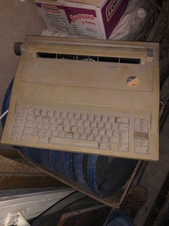 Электрическая пишущая машинка OPTIMA  SP50
