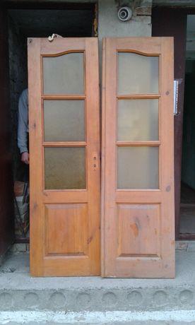 Двері дерев'яні.