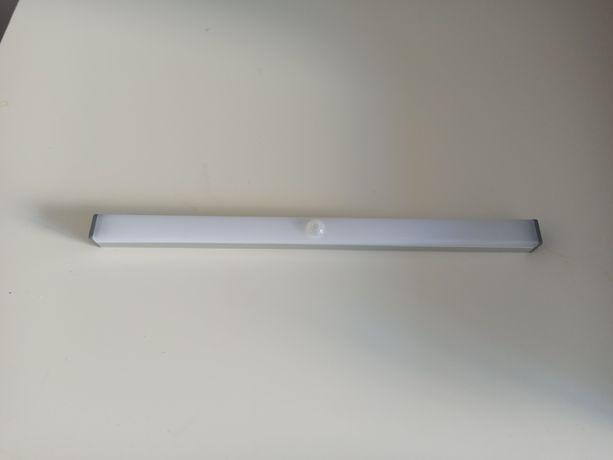 Lampka, listwa LED z czujnikiem ruchu. 30cm. Mocowana na magnes.