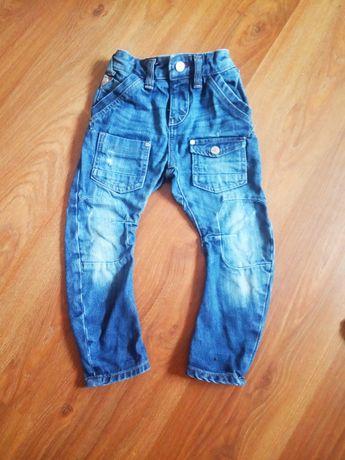 Модные джинсы.зауженые стильные джинсы .