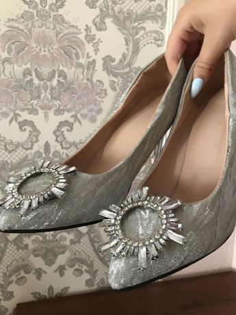 Туфли золушки с брошью