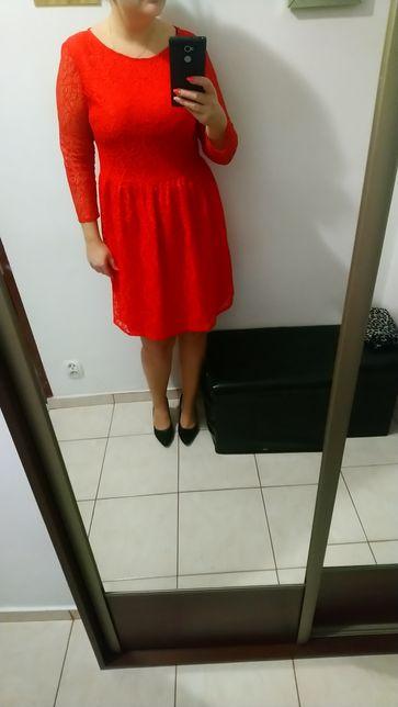 Czerwona sukienka koronkowa Reserved 42