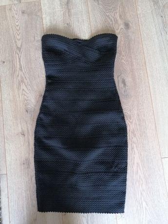 Dopasowana czarna sukienka bez ramiączek Bershka