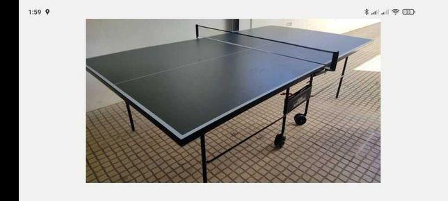Mesa de ping pong com pouco uso