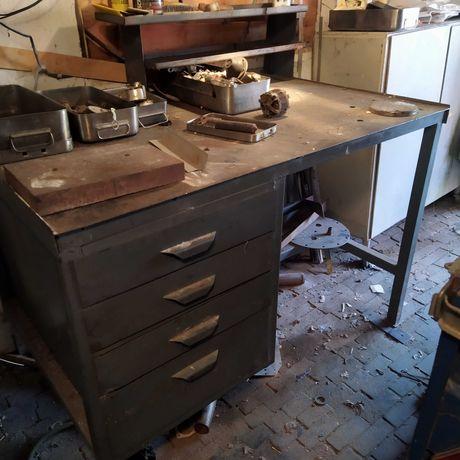Стол металлический, шкаф металлический