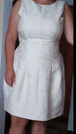 Kremowa sukienka rozmiar L