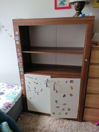 Regał do pokoju dziecięcego