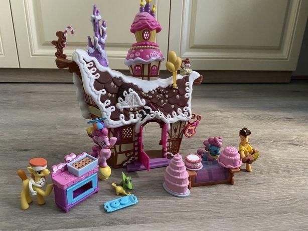 Пряничный домик Пинки Пай с фигурками