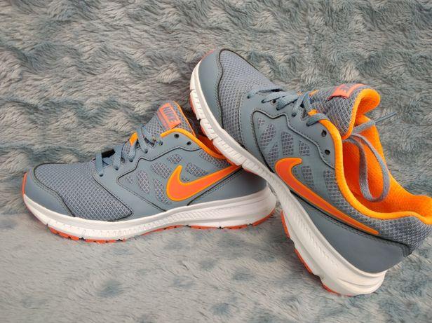 Nike крассовки жіночі розмір 37.