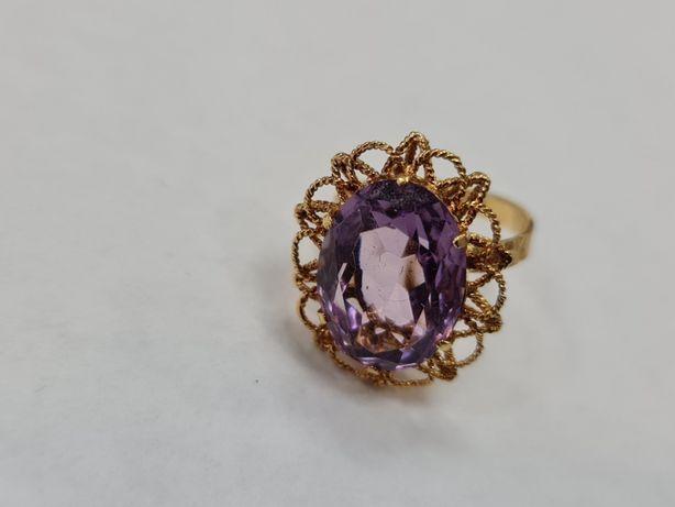 Wyjątkowy złoty pierścionek damski/ 750/ 8.78 gram/ R20/ Ametyst