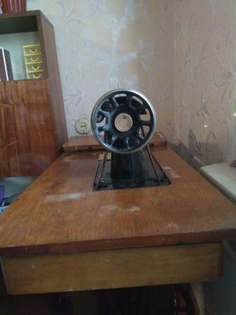 Машинка швейна