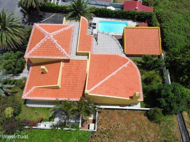 Moradia T3 com vista mar e piscina nas Angustias, Horta, ...
