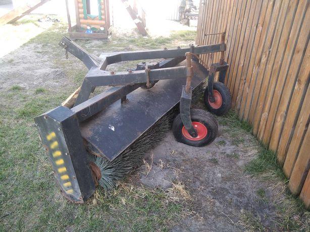 Трактор дорожно комунальний