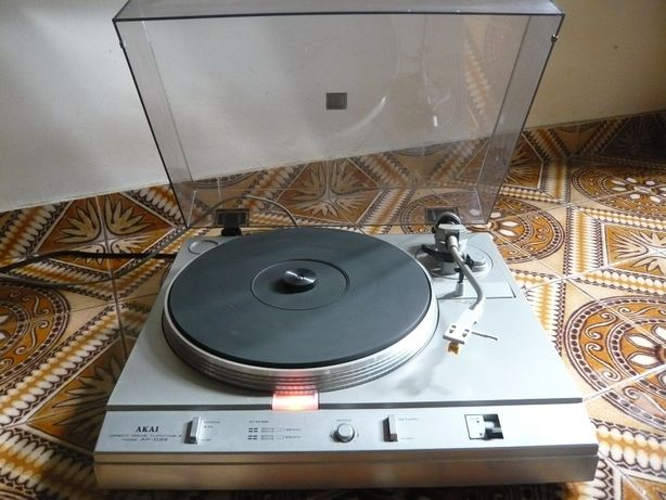 Gira-Discos AKAI Direct Drive Turntable AP D33