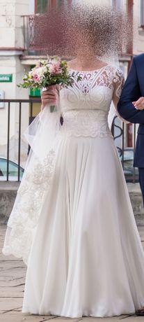 Piękna suknia ślubna z długim welonem :)