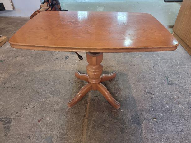 Stół z regulowaną wysokością