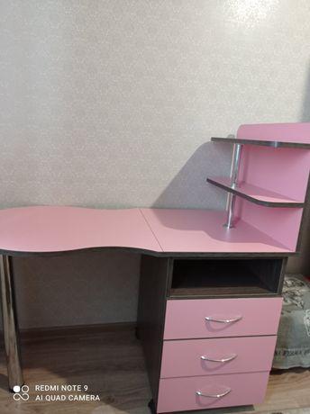 Маникюрный стол в отличном состоянии