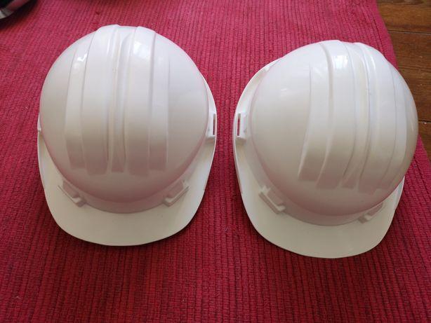 2 capacetes obras