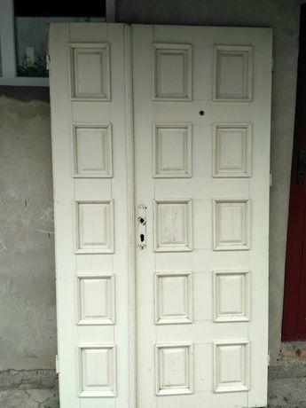 Продам дерев'яні двері