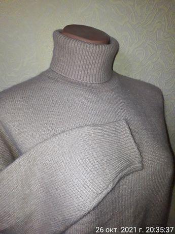 Теплый свитер под горло  гольф бежевый