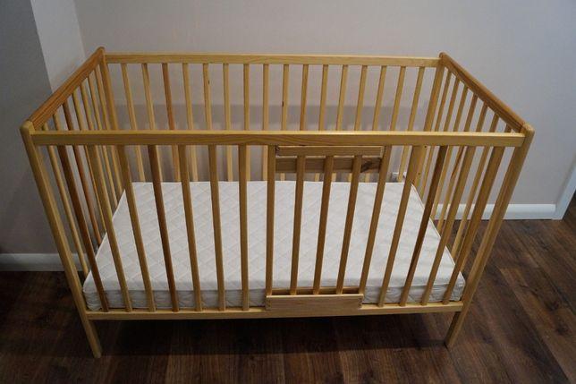 Łóżeczko drewniane dla dziecka niemowlęcia