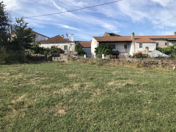 Casa rural na aldeia de Variz + Lameiro (terreno) junto à casa