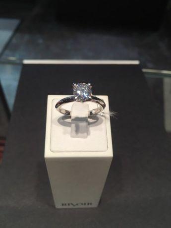 sprzedam pierścionek z wyjątkowym diamentem