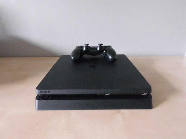 Konsola PS4 slim 1TB + 3 gry