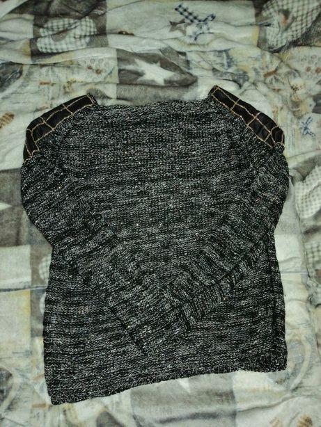 Sweter z łańcuszkami, z skóra i złotą nitką M