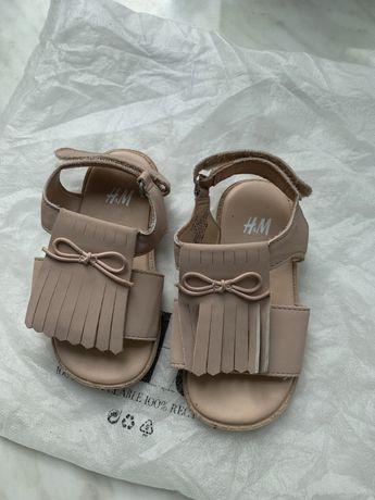 Дитячі шкіряні сандалі HM пудрового кольору. 20-21 розмір.